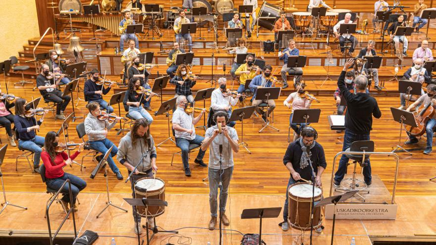Euskadiko Orkestrak eta Kalakanek euskal musika tradizionala aldarrikatzeko bat egin dute