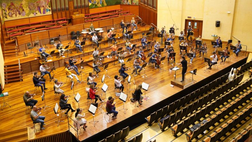 Euskadiko Orkestra martxan jarri da eta eszenatokian bildu da berriz 8 kontzertuko denboraldi txiki bat eskaintzeko